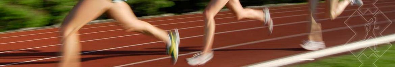 Dames rennen op een baan topvisual